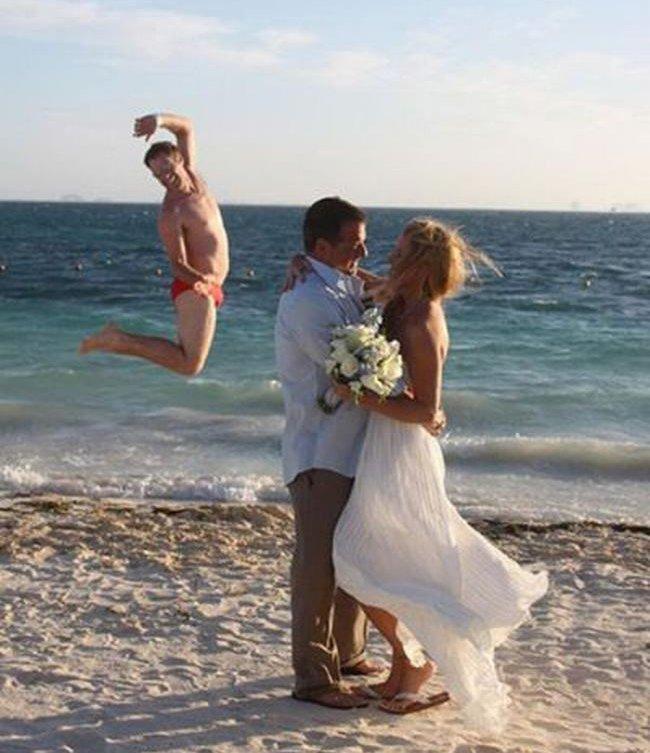 """Phát điên với kẻ """"phá bĩnh"""" trong các bức ảnh cưới"""