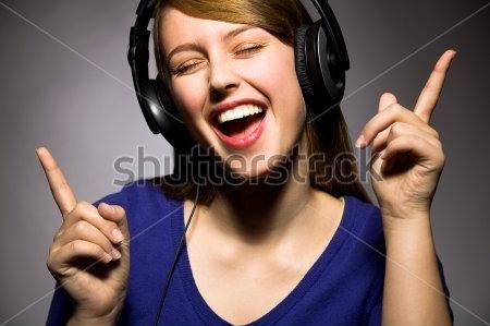 Con người cảm thấy nhẹ nhàng thư thái hơn khi nghe nhạc.