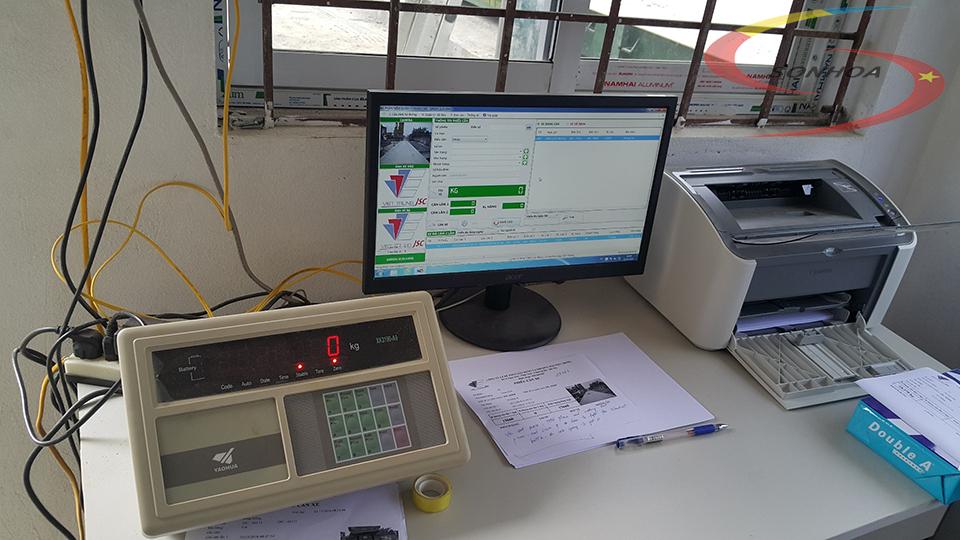 máy tính và phần mềm lưu trữ thông tin cân ô tô 80 tấn