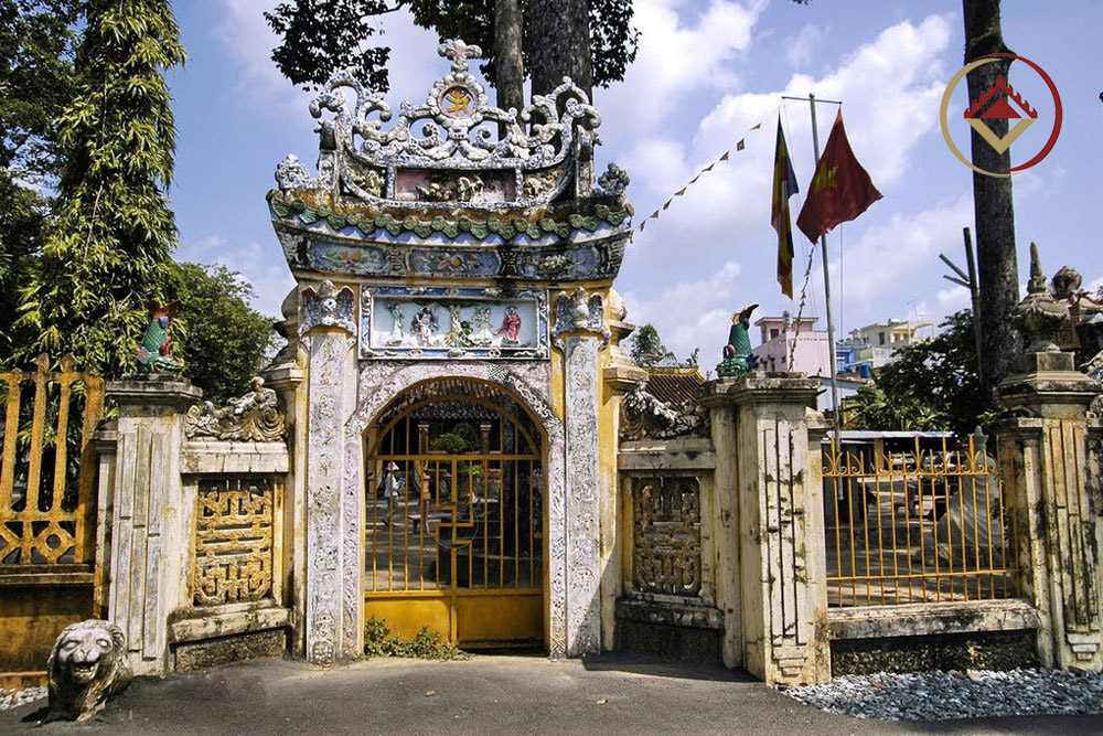 Chùa Hội Khánh (phường Phú Cường, thị xã Thủ Dầu Một) - một kiến trúc Phật giáo, kết cấu gỗ lớn nhất tỉnh Bình Dương