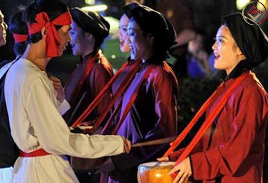 Hát trống quân là hình thức hát dân ca giao duyên, đối đáp trai gái