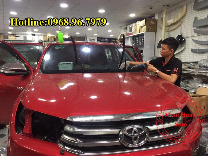 Dán Phim Cách Nhiệt Llumar Toyota Hilux 2016, 2017