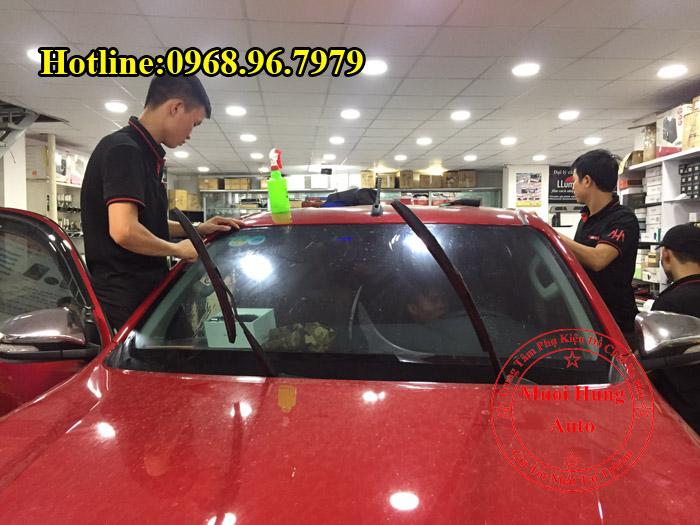 Dán Phim Cách Nhiệt Llumar Toyota Hilux 2016, 2017 01