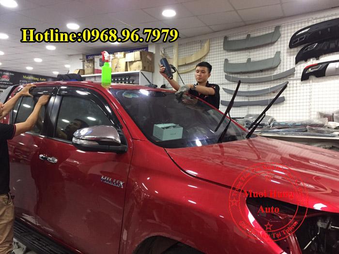 Dán Phim Cách Nhiệt Llumar Toyota Hilux 2016, 2017 03
