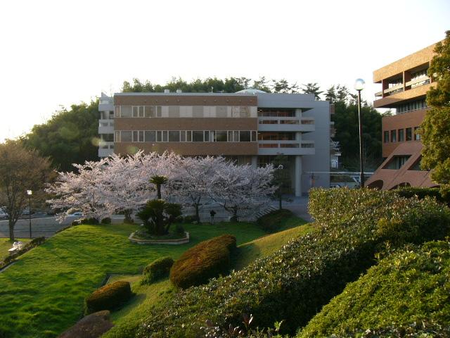 Khuon - vien - truong - dai - hoc - Osaka