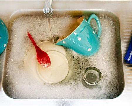mẹo rửa sạch vết dầu mỡ