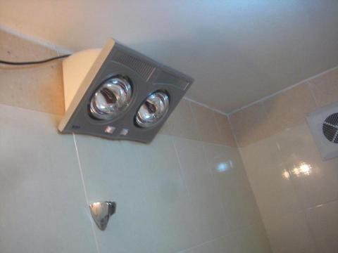 Lắp đèn sưởi nhà tắm cho phòng tắm