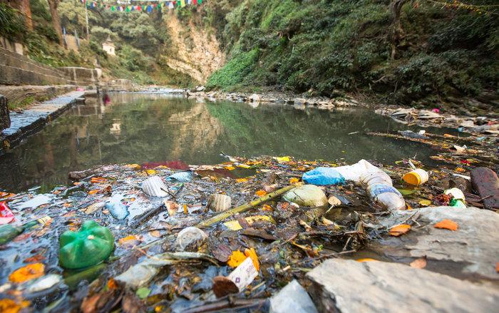 Máy lọc nước Kangaroo: Nước ngầm bị ô nhiễm do rác thải