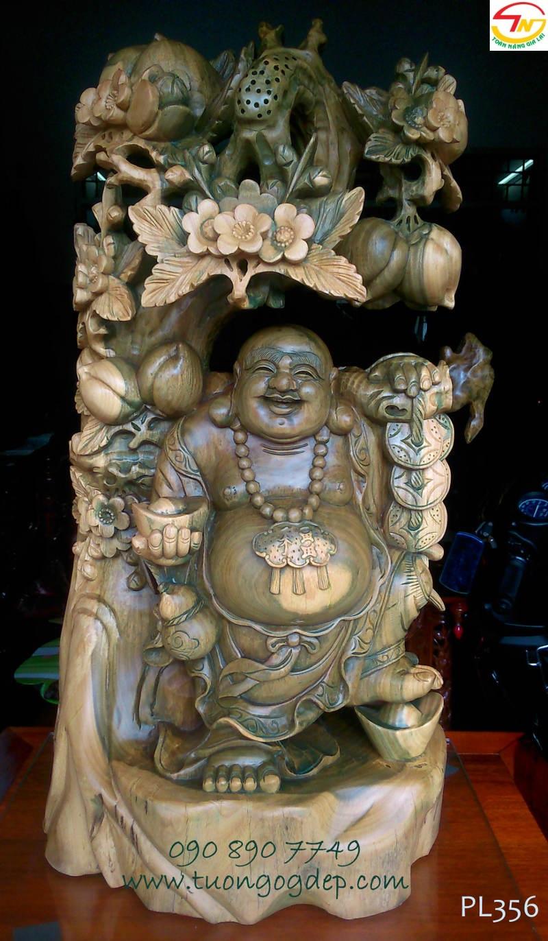 Tượng gỗ đổi màu - Phật Di Lặc đứng gốc đào