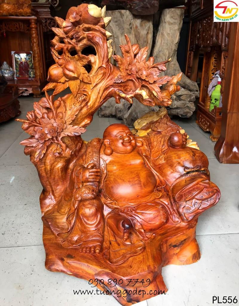 Phật Di Lặc gỗ hương ngồi gốc đào