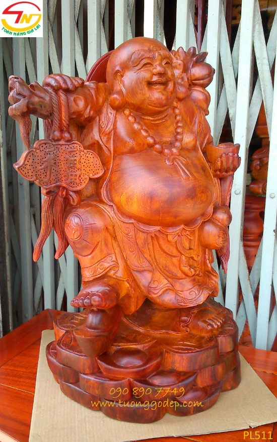 Phật Di Lặc gánh đào