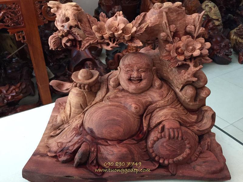 Phật Di Lặc ngồi gốc đào gỗ hương