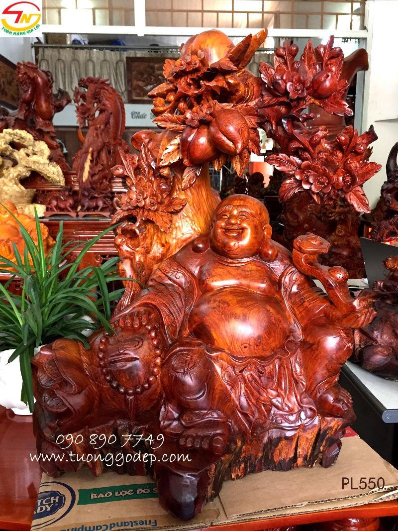 Phật Di Lặc ngồi gốc đào