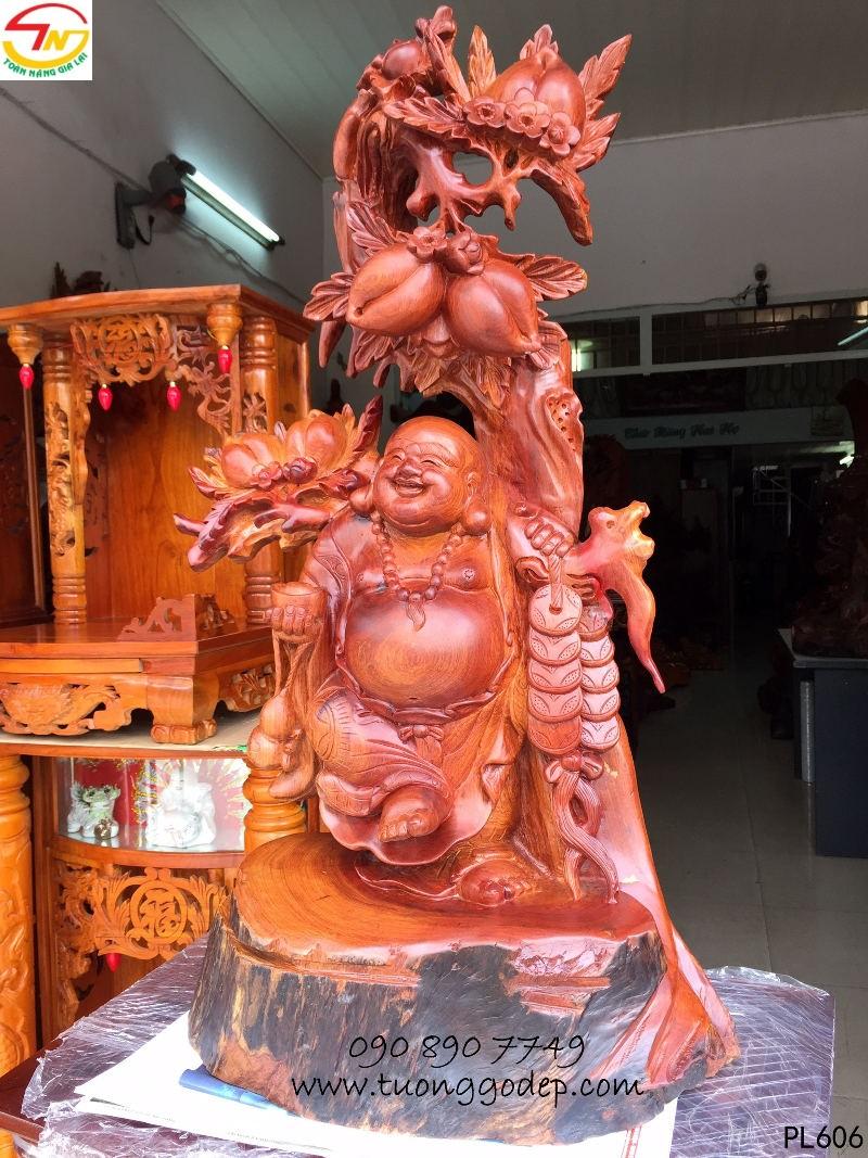 Phật Di Lặc bằng gỗ hươnh