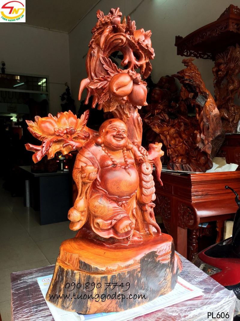 Phật Di Lặc bằng gỗ
