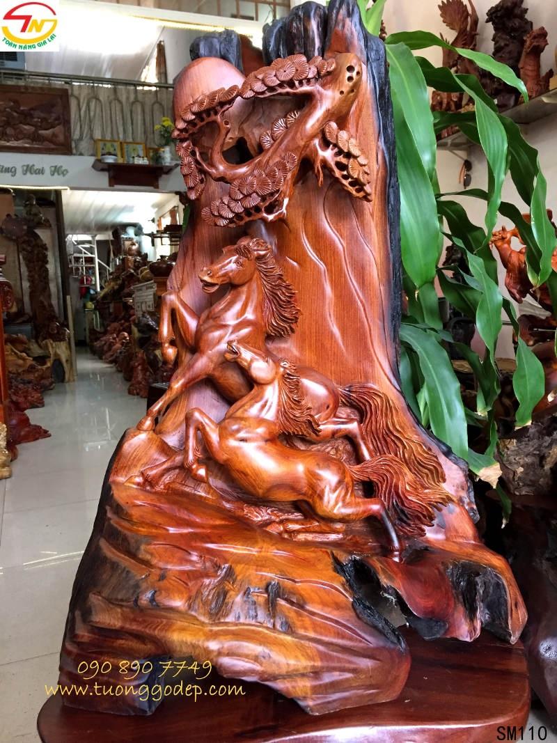Tượng con ngựa bằng gỗ