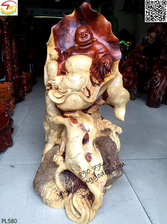 Phật Di Lặc gỗ hương ôm đá