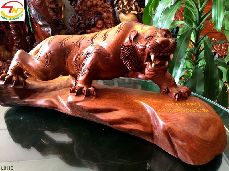 con hổ bằng gỗ