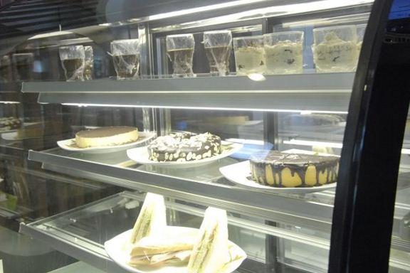 Tủ trưng bày bánh ngọt