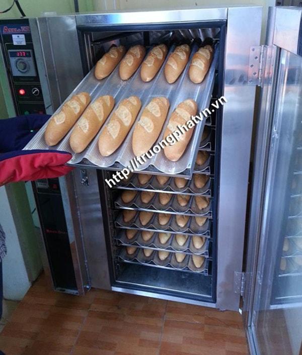 Lò nướng bánh mì được thiết kế với nhiều khay, tầng khác nhau