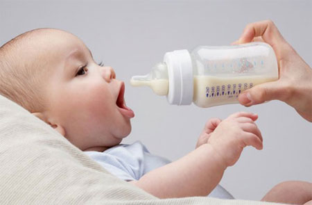 7 triệu chứng khi trẻ bị dị ứng sữa bột công thức 1