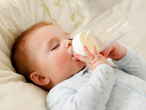 6 sai lầm tệ hại khi pha sữa cho con 2