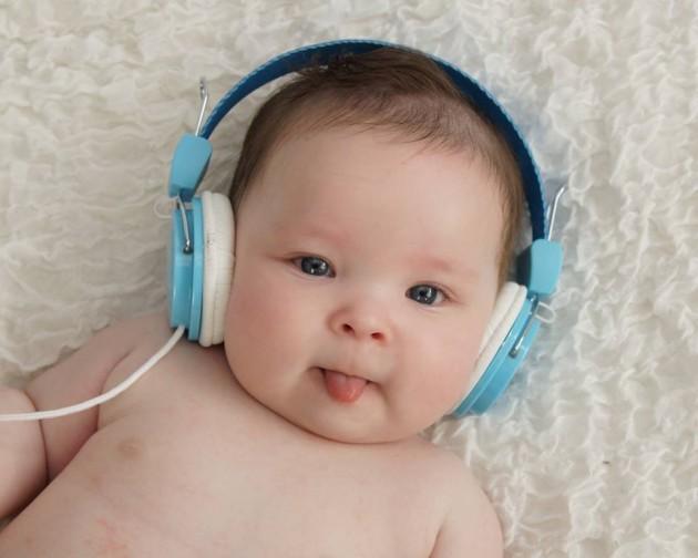 giúp phát triển trí thông minh cho trẻ 0-12 tháng tuổi