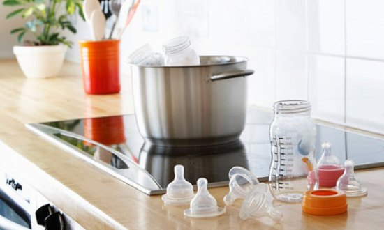 Vệ sinh sạch bình sữa là cách bạn bảo vệ sức khỏe cho con yêu