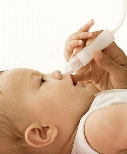 Chú ý vệ sinh mũi cho trẻ