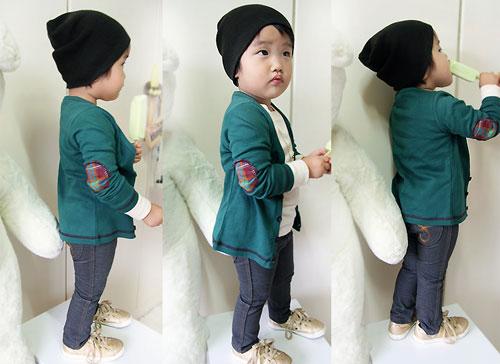 Nên lựa chọn trang phục mang chất liệu mát mẻ cho bé