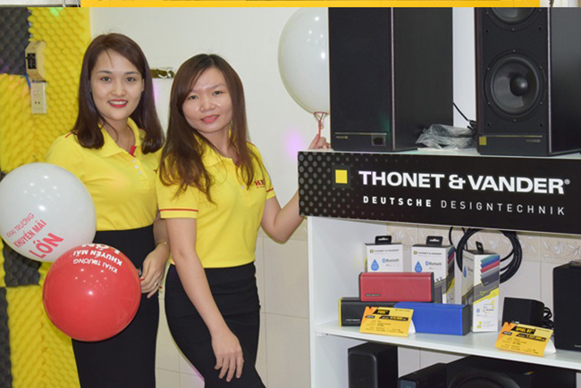 Loa Thonet & Vander