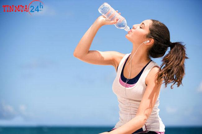uống nước tốt cho giọng