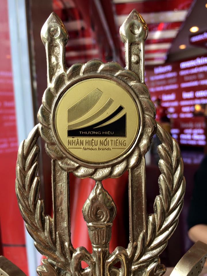 Cup chứng nhận Top 50 nhãn hiệu thương hiệu nổi tiếng Honeyhome.vn