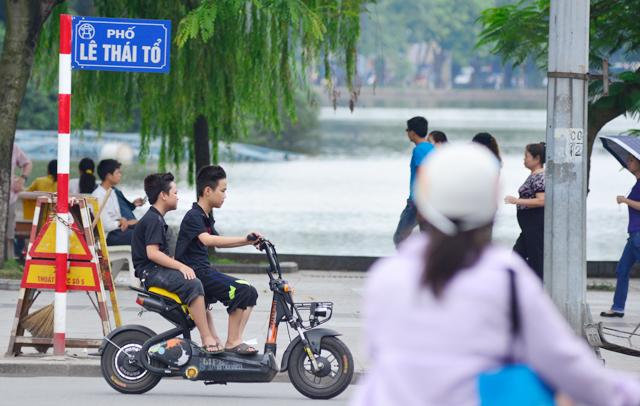 Phạt không đội mũ bào hiệm khi đi xe đạp điện