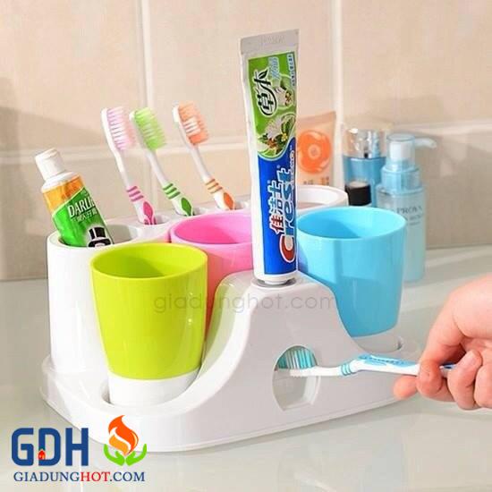Kệ để bàn chải và kem đánh răng
