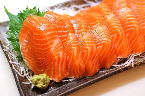 Cá hồi là loại thực phẩm tốt cho mắt nên ăn