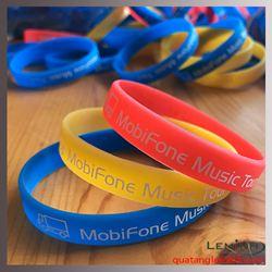 Vòng đeo tay Silicon dạ quang - Mobifone Music tour
