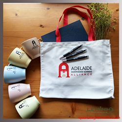Bộ Qùa Tặng In Logo - KH ADELAIDE INDEPENDENT SCHOOL