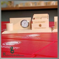 Đồng hồ để bàn kết hợp lịch, ống cắm bút - KH ĐH Sư Phạm HN2
