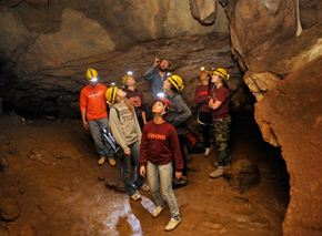Thám hiểm hang động Núi Lửa DakNong