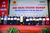 Công ty CP Ngọc trai Hạ Long nhận bằng khen của VCCI