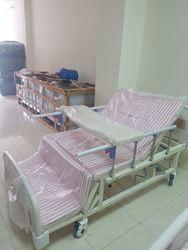 Giường 3 tay quay, 10 chức năng điều trị sau tai biến có gắn bô vệ sinh