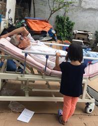 Giường 3 tay quay, 5 chức năng điều trị sau tai biến có gắn bô vệ sinh