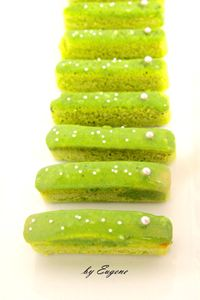 Green tea finger cake