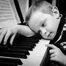 Nên mua đàn piano cũ hay mới cho bé
