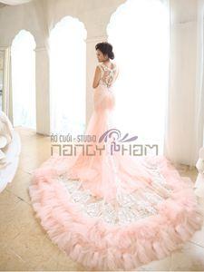 Váy cưới ombre hồng