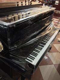 Piano đứng UX-10A màu đen bóng