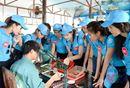 Thí sinh Hoa hậu Biển thích thú khám phá khu nuôi cấy ngọc trai (Ngọc trai Hạ Long)