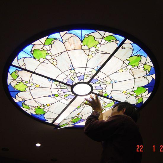 Đèn kính màu nghệ thuật