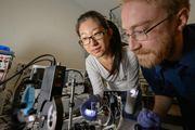 Đại học Michigan phát triển thành công các tấm pin quang điện trong suốt